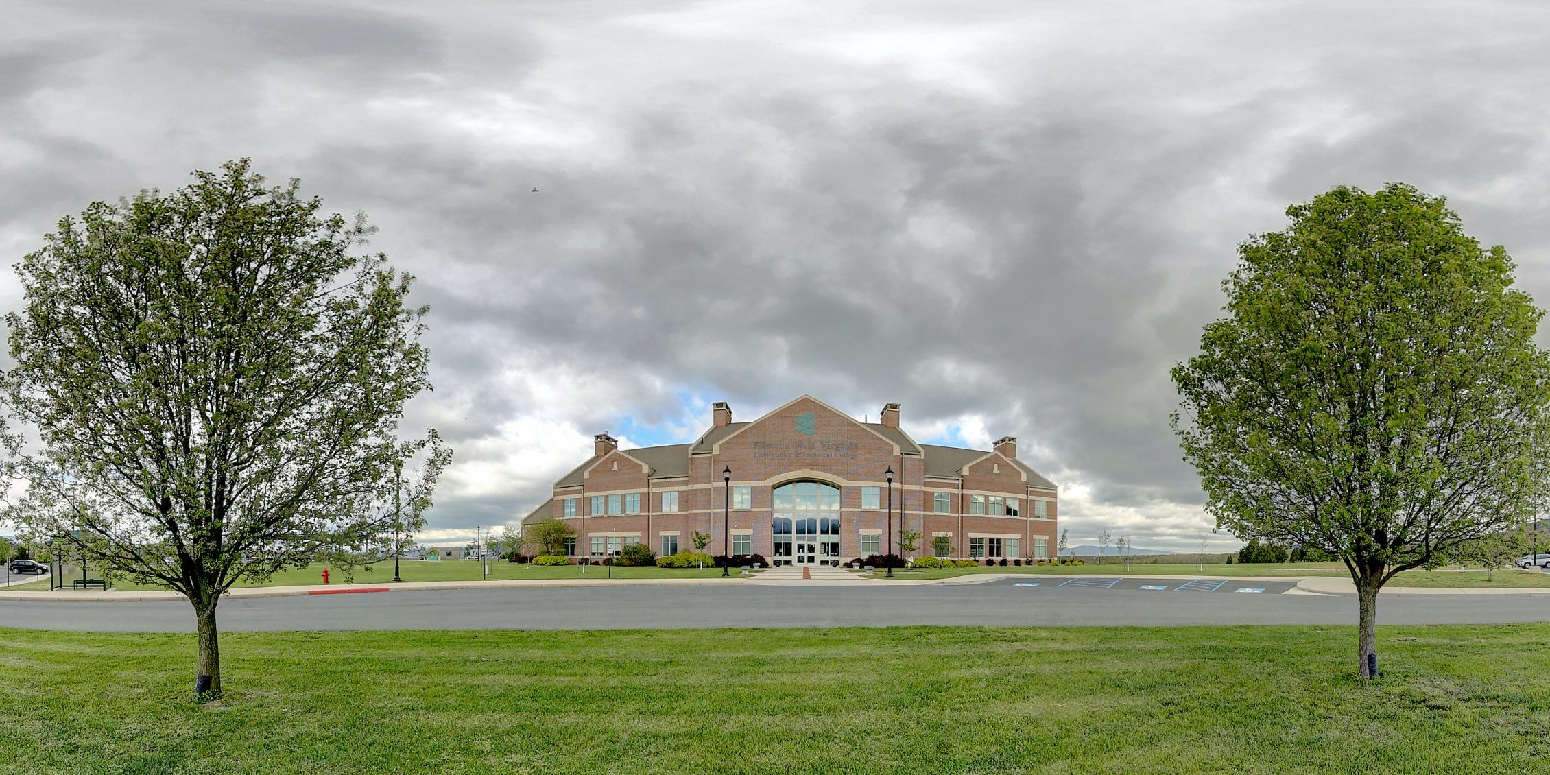360 image of Eastern's campus building